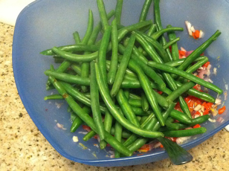 steamed-green-beans-in-salad-bowl